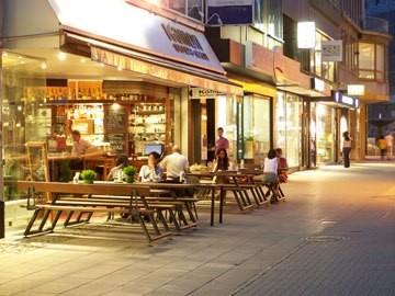 judi-castille-frankfurt-streets