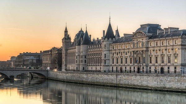 Paris at Dusk - GoodLife France online.jpg